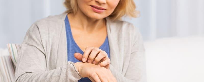 Juckende Haut - ein Grund kann Mineralstoffmangel sein - Wie werden sie basisch?