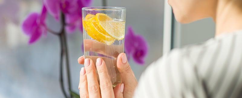 Wie Zitronenwasser das Wohlbefinden steigert